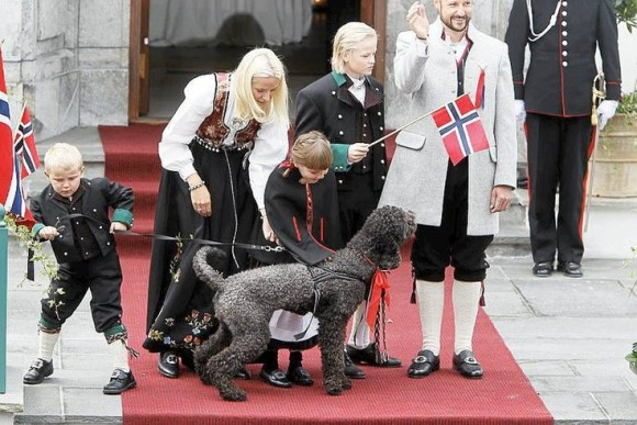 Norweigan Princess Mette-Marit and herLabradoodle Milly Kakao
